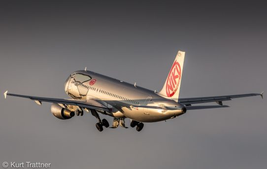 Niki A320 departing from Vienna